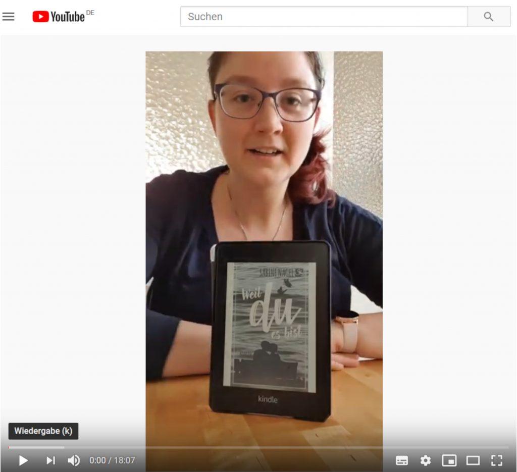 """Screenshot vom Lesevideo - Nika von Nikas Lesewahnsinn bespricht das Cover, liest die ersten 18 Seiten des Buches und endet mit einer Kurzbesprechung und Buchempfehlung von """"Weil du es bist"""""""